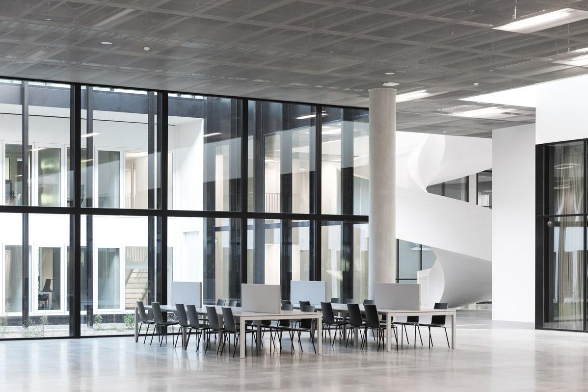 18 CUBE KAAN Architecten ©Sebastian van Damme min - Betonvloer schuuropties