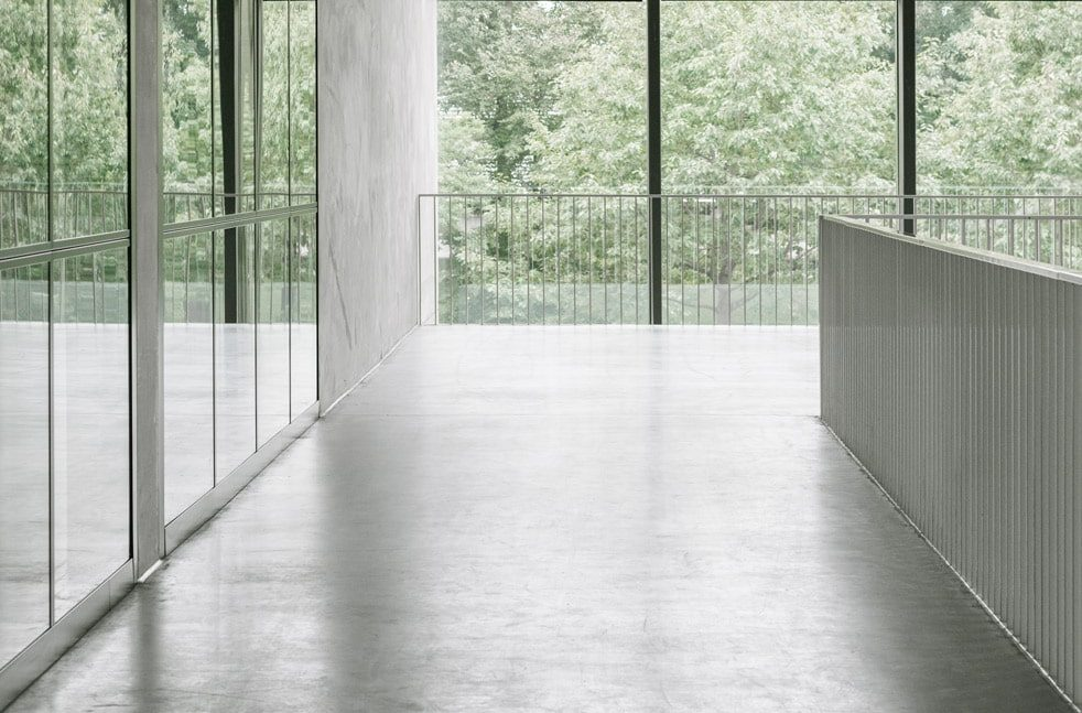 22 CUBE KAAN Architecten ©Simone Bossi min e1540202879788 - Betonvloer afwerkingen
